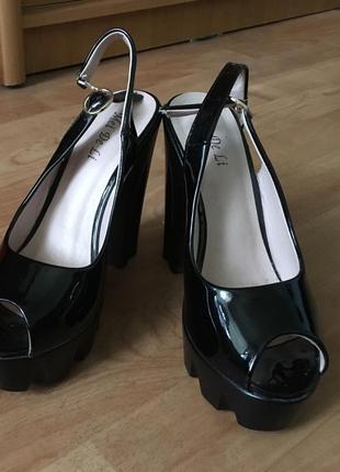 Чёрные босоножки тракторная подошва летние туфли с открытым носком