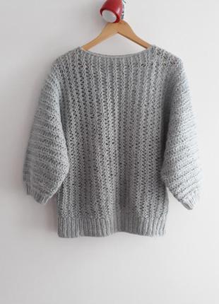 Объемный свитер крупной оверсайз
