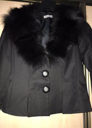 Пиджак чёрный с воротником искусственным мехом