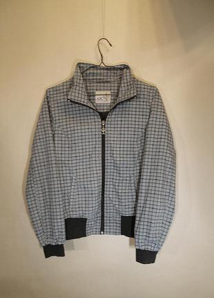 Легкая серая куртка