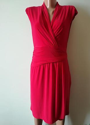 Красное платье с драпировкой roman