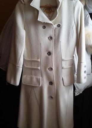 Пальто белое из валяной шерсти р.36 ( s)