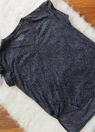 Удлиненная футболка с разрезами по бокам