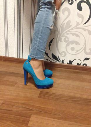 Замшевые синие туфли на устойчивом каблуке