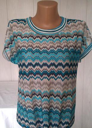Стильная блузка-футболка с геометрическим принтом, разиер м