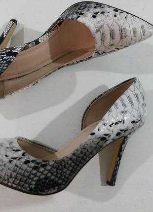 Гарні брендові туфлі