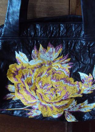 Сумка из жатой кожи с вышивкой итальянского дизайнера renato angi