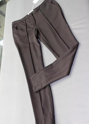 Укорочённые зауженные брюки со стрелками vila