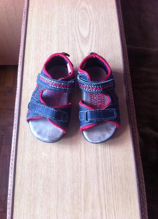 Босоніжки,сандалі
