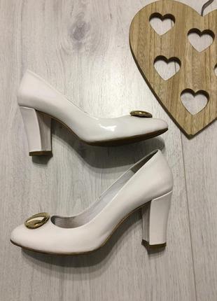 Элегантные белые туфли, натуральная кожа лак, 37-37,5