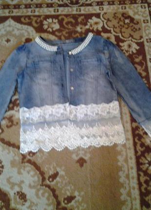 Куртка джинсовая  голубого  цвета с кружевом и  бусинками !!!😃.