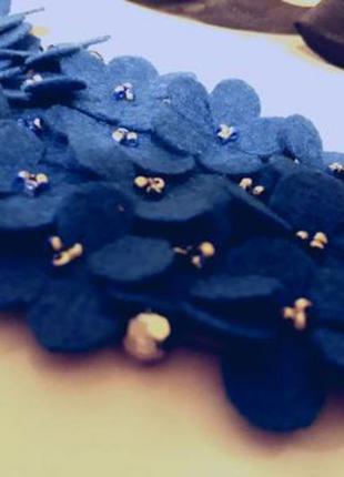 Необычное колье-ожерелье фиалки.