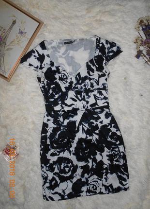 Сукня у чорно-білий принт