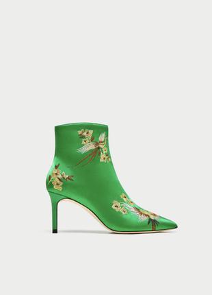 Ботинки с вышивкой zara