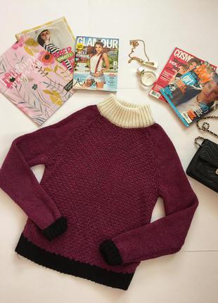 Теплый немного укороченный фиолетовый свитер
