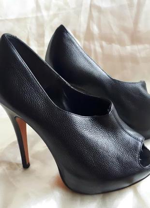 Кожаные стильные туфли french connection