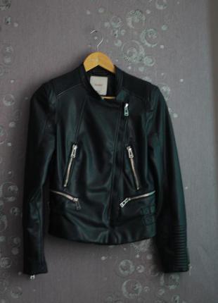 Черная кожаная куртка от pull&bear