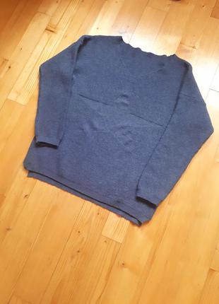 Свитер, джемпер джинсового цвета.
