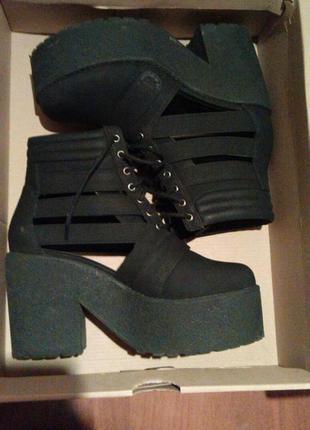 Ботинки на толстом каблуке asos