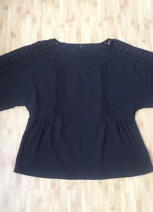Чорна блуза з кружевом