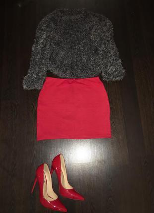 Продам мини юбочку, красного насыщенного цвета в идеальном состоянии