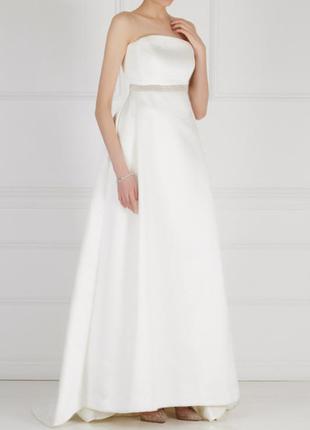 Красивое утонченное новое свадебное платье слоновая кость