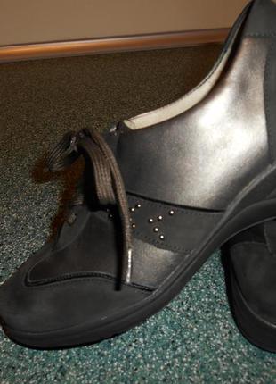 Качественные кожаные фирменные кроссовки 37-38р - германия