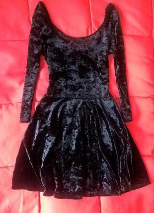 Красивое велюровое черное платье