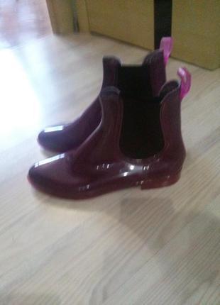 Стильные силиконовые ботинки челси