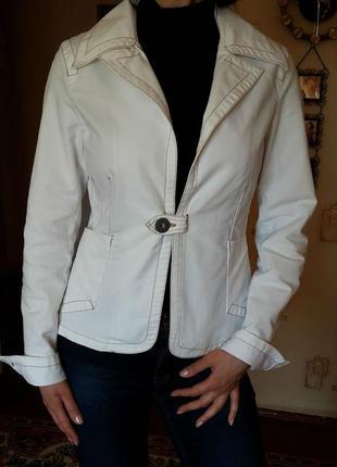 Белый, хлопковый жакет - пиджак - блейзер, 100% хлопок, стильный - оригинальная застёжка