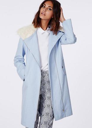Новое шерстяное пальто-косуха oversize с меховым воротником небесно-голубого цвета