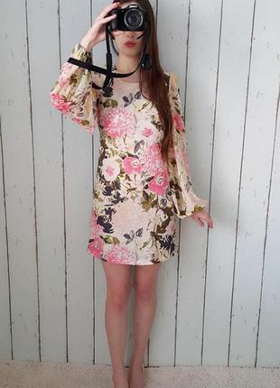 Изысканное платье прямого покроя