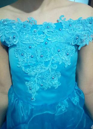 Очень красивое бальное платье насыщенного голубого цвета. состояние новой вещи