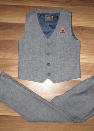 Хорошенький костюм 2-ка(жилетка+брюки) фирмы некст на 4-5 лет