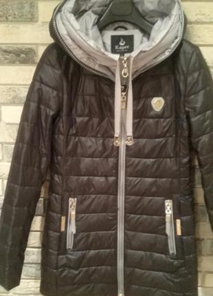 Демисезонная удлиненная курточка.