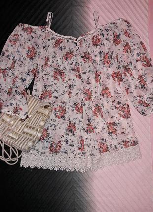 Нежная блуза цветочый принт и кружево