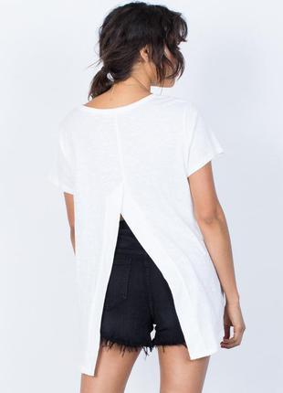 Удлиненная футболка с разрезом на спине boohoo