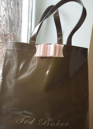 Виниловая красавица сумка шоппер от ted baker