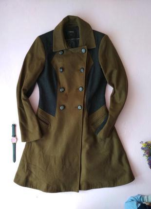 Приталенное двубортное пальто, состояние нового, шерсть