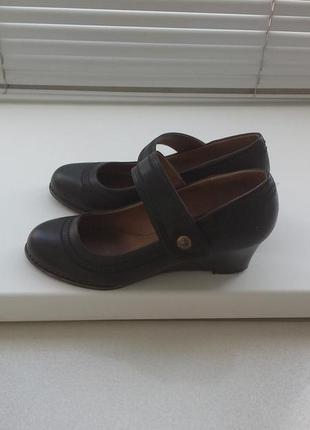 Туфли черные весенние