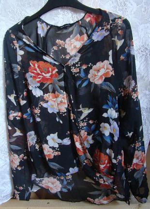 Блуза на запах в квітах і пташках