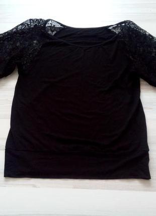 Красивая черная кофточка-блуза с кружевным рукавом