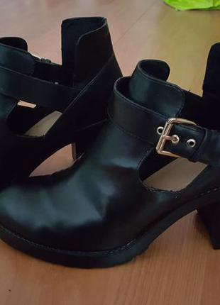Ботинки открытые pull and bear искусственная кожа эко на среднем каблуке2