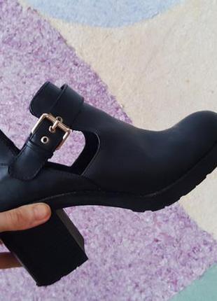 Ботинки открытые pull and bear искусственная кожа эко на среднем каблуке4
