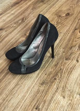 Жіночі туфлі badura