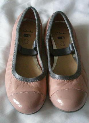 Туфельки  на девочку clarks