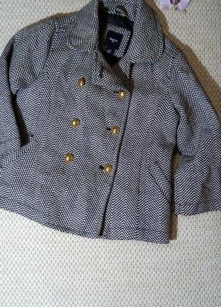Очень стильное пальто от gap на девочку 6- ти лет