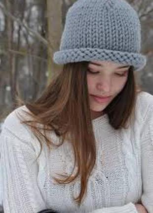 Актуальна шапка крупной вязки отворот