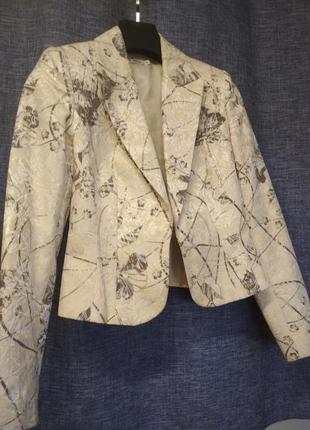 Пиджак который украсит ваш образ как в повседневной жизни,так и в вечернем выходе.