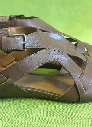 Босоножки кожаные footglove р.38, стелька 24.5см